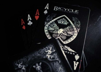 Bicycle Shadow Masters: le carte dell'ombra