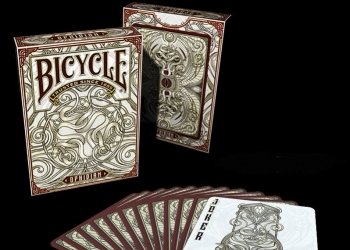 Bicycle Ophidian playing cards: il mazzo dedicato ai serpenti!